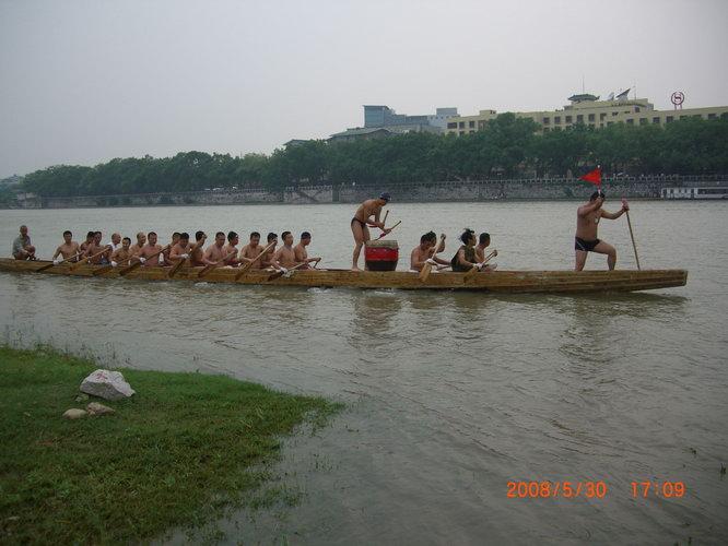 桂林市冬协訾洲冬泳龙舟队