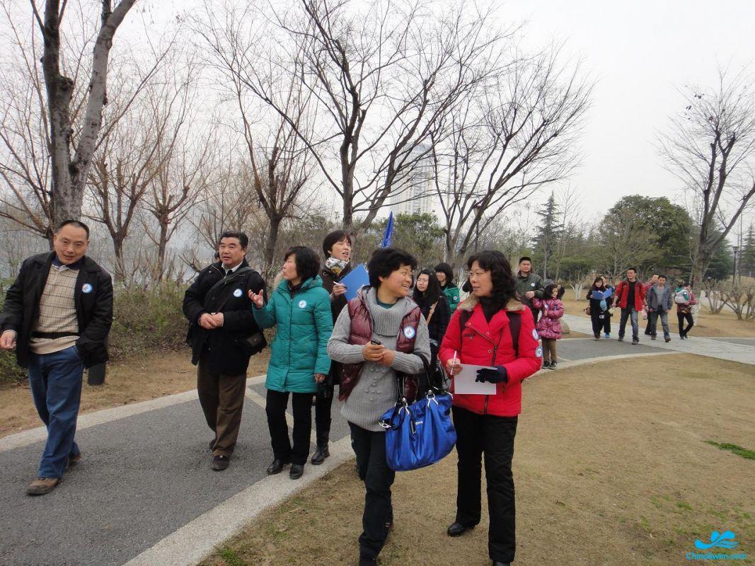 志愿者植树节活动图片